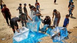 إسرائيل تقف حائرة أمام طائرات غزة الورقية